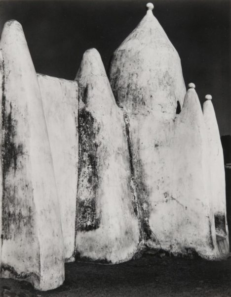 Paul Strand photo of white washed Ghanaian mud mosque in Tanina, Ghana 1964